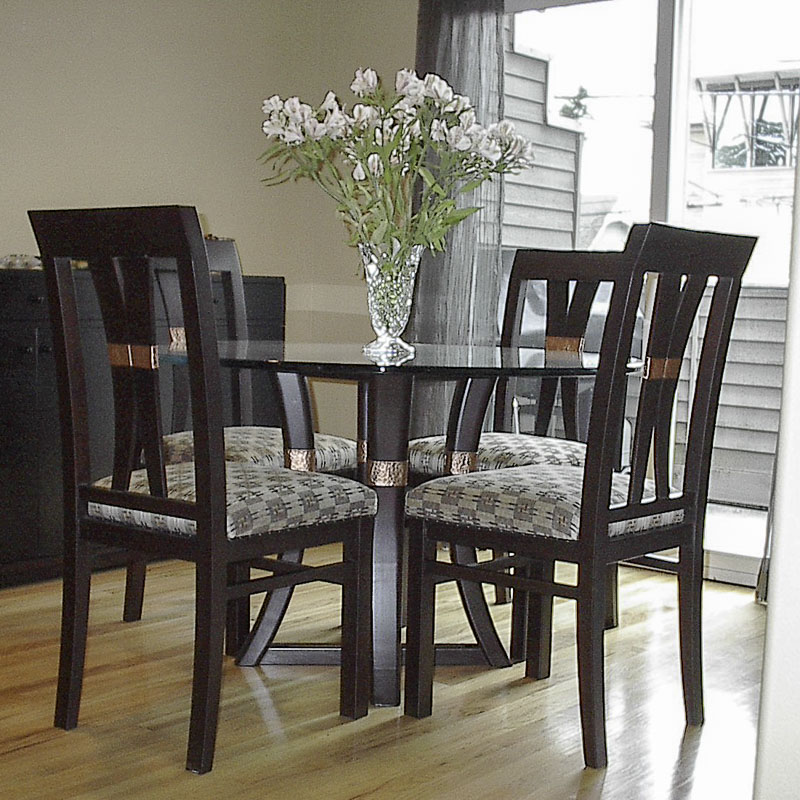 Asian-style dining set